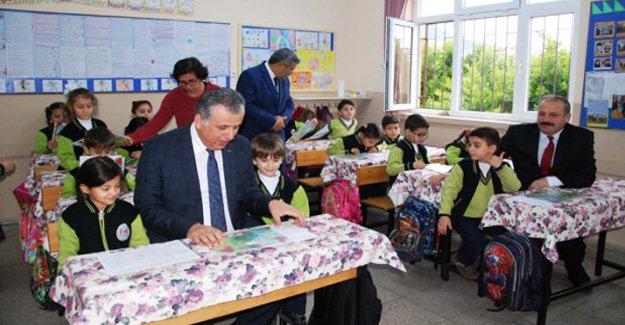 Silifke'de öğrenciler karnelerini aldı