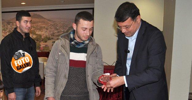 Turgut, Asker gençlere kına yaktı