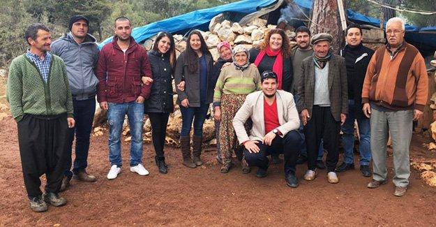 CHP'li gençlerden ayakkabı yardımı