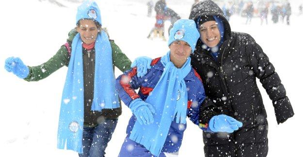Engelli çocukların kar heyecanı