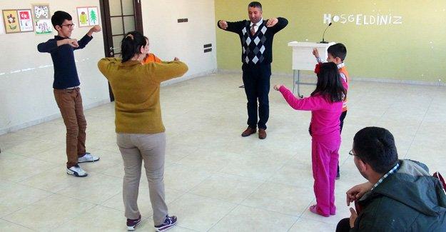 Engelli Halk oyunu ekibi hazırlanıyor