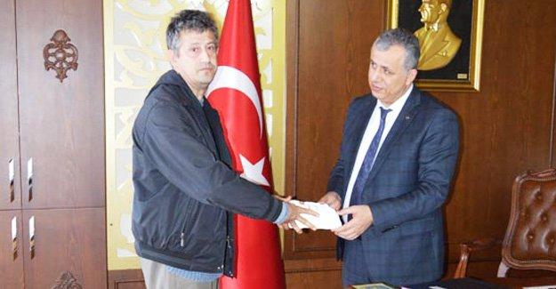 Kaymakam'dan Engelli Ressam'a tam destek
