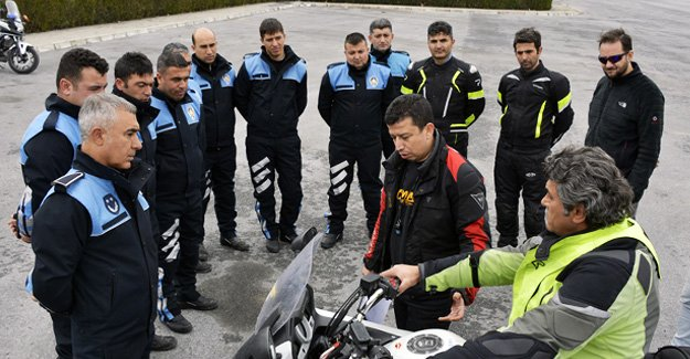 Zabıtalar motosiklette kontrol eğitimi aldı