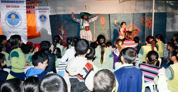 Köylü çocuklara özel tiyatro