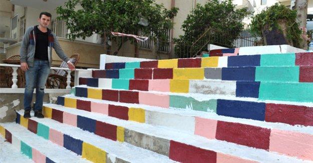 Merdivenler rengârenk