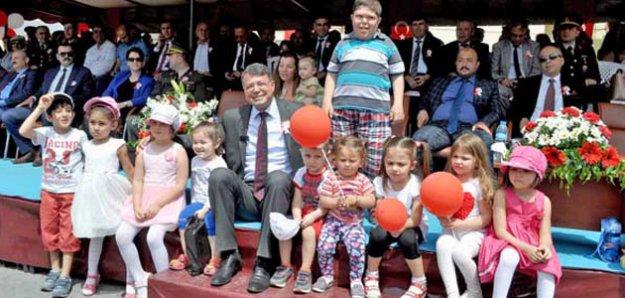 Silifke Belediyesinden çocuklara 23 Nisan hediyesi