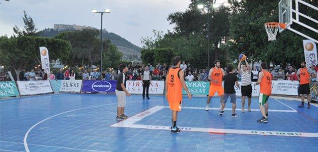 Silifke'de Sokak Basketbolu Turnuvaları tüm hızıyla sürüyor