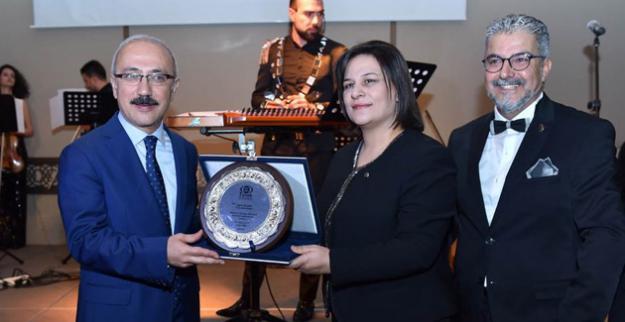 Mersin İş Dünyasının Başarılı İş İnsanları Ödüllerini Bakan Özlü ve Bakan Elvan'ın Elinden Aldı