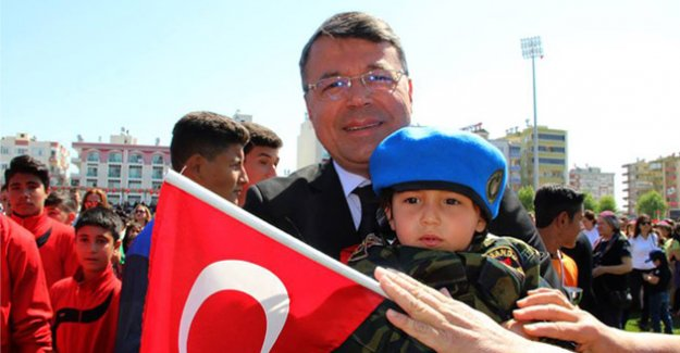Başkan Turgut 23 Nisan'ı kutladı