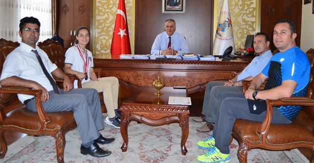 Türkiye 3.sü Şükran, Kaymakam Cinbir'den tebrik aldı