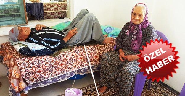 Yaşlı çift yardım bekliyor