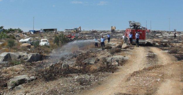 Silifke'de Çalı ve Otluk Alanda Korkutan Yangın