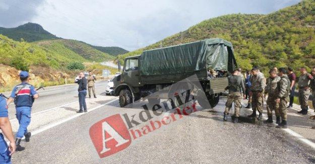 Askeri araç devrildi:1 ağır 8 yaralı