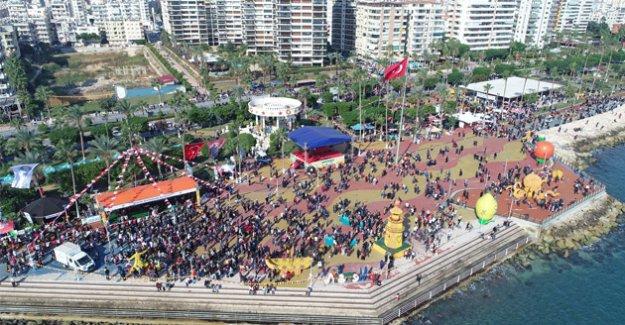 Milyonlar Mersin'deki Narenciye festivaline aktı