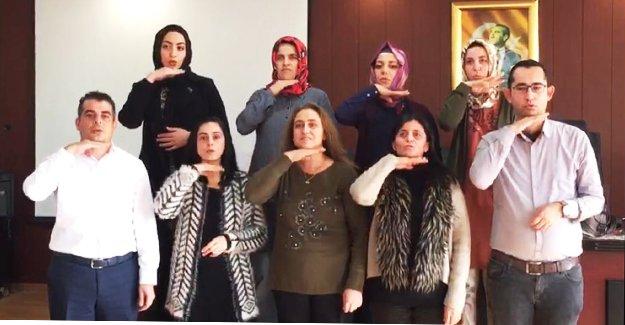 Erdemli Belediyesi'nden çalışanlarına işaret dili eğitimi