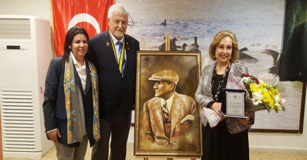 Silifke Rotary Kulübü'nden Ressam Kundak'a plaket