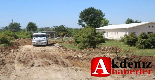 Erdemli Belediyesi, yol açma çalışmalarına devam ediyor