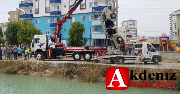 Silifke'de otomobil kanala uçtu: 1 kişi ağır yaralı