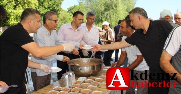Belediye, Atayurt Mahallesinde aşure dağıttı