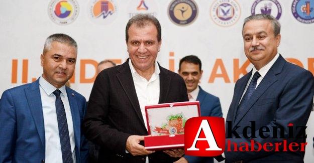 Başkan Seçer Liderlik Akademisi'ne Katıldı