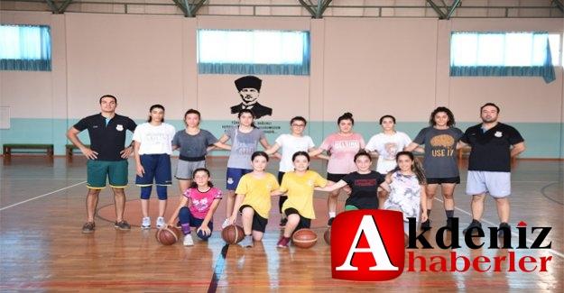 Tarsus Belediyesi Spor Kulübü, çocuklara spor sevgisi kazandırmak için çalışmalarına başladı.
