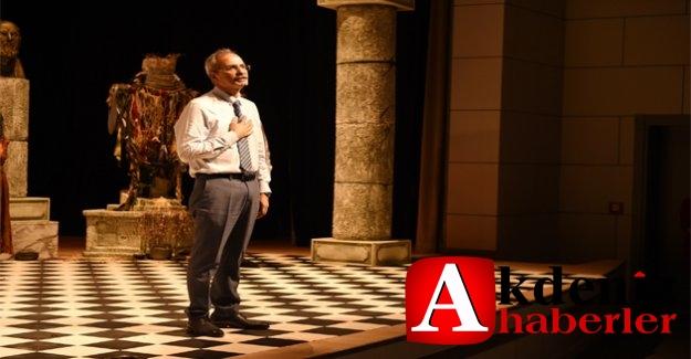 Başkan Bozdoğan, Tiyatronun Prestijli Ödülüne Layık Görüldü