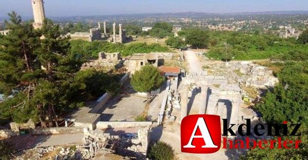 Kazıda Ortaya Çıkan Roma Yolu Ve Mezarlar Merak Uyandırıyor