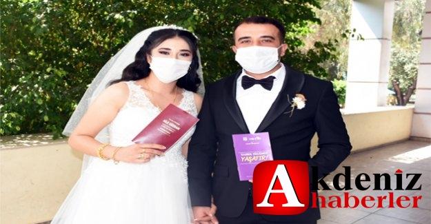 """Tarsus Belediyesi'nden Evlenen Çiftlere """"İSTANBUL SÖZLEŞMESİ"""" Kitapçığı"""