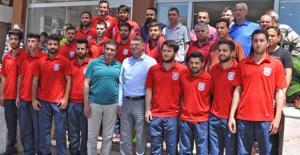 Şampiyon Takımdan Başkan Turgut'a...