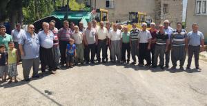 asfalt için kurban kesen köylü Kocamaz'a teşekkür ettiler