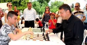 Başkan Turgut, gençlerle...