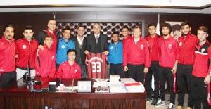 Türkiye Voleybol Federasyonu Başkanına 33 numaralı forma