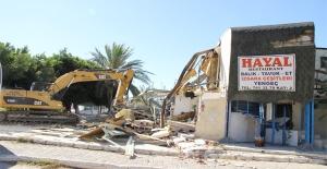 Silifkede metruk binaların yıkımı...
