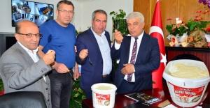 Yeni çıkan 'Osmanlı Silifke Yoğurdu' Başkan Aktan'a ikram edildi