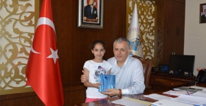 Atletizm Türkiye 4. Öğrenciye Kaymakam Cinbir'den ödül