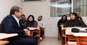 Mersin Büyükşehir'in Ücretsiz Kurs Merkezlerinden Onlarca Doktor, Avukat, Öğretmen Adayı Çıktı